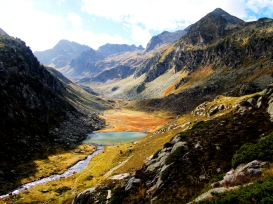 La Vallée et le lac de Cestrède et ses méandres