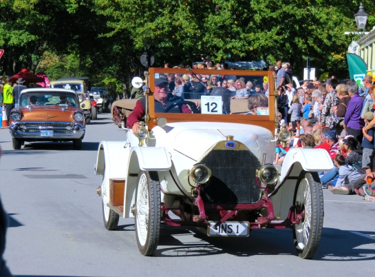 Parade of the Arrowtown Autumn Festival