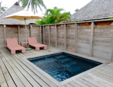 Piscine privative bungalow jardin