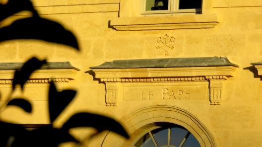 Linteau Château Le Pape