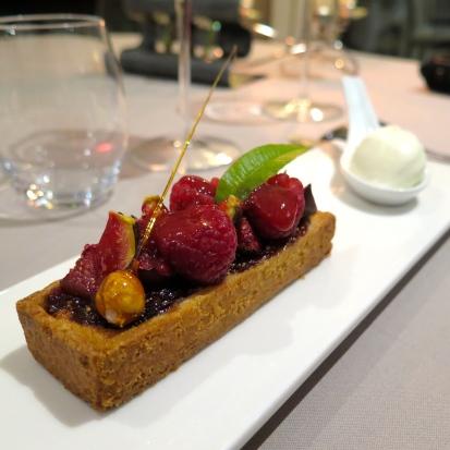Tartelette de figues, noisettes, framboises & figues fraiches, sorbet cardomome
