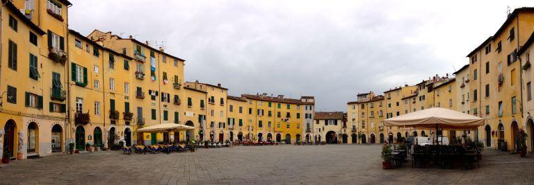 Piazza dell-anfiteatro Lucca